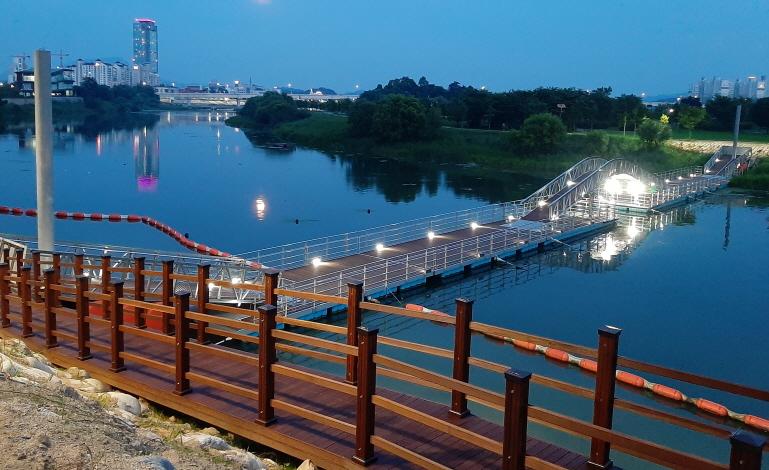 사본 -01 양강섬 인도교 관련 사진(2).jpg