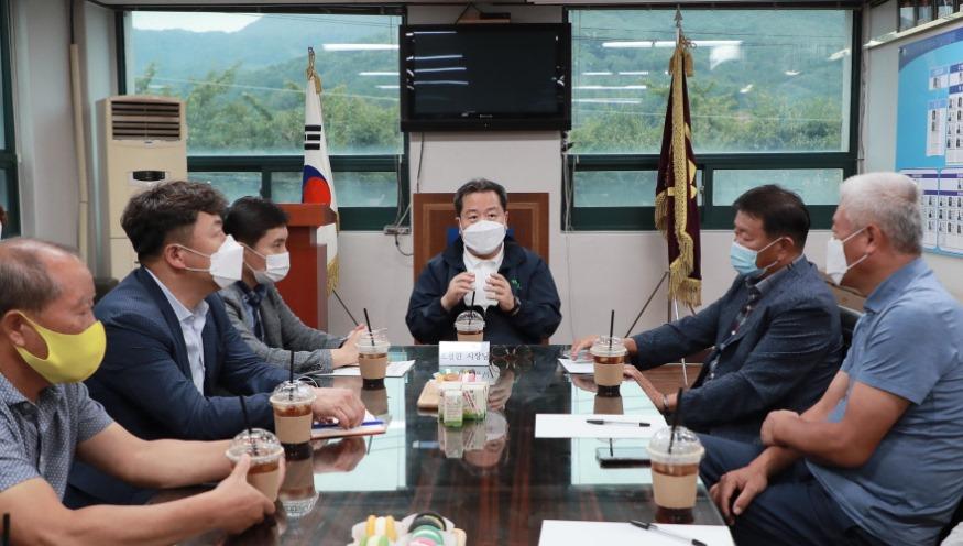 사본 -(0911)[기업지원과]남양주시,코로나로 어려운 기업인과의 간담회 개최(사진1).jpg